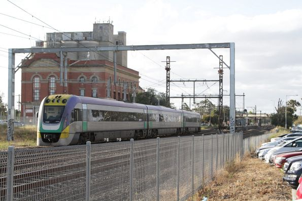 Failed V/Line train finally comes to life, and crawls towards the platform at Albion