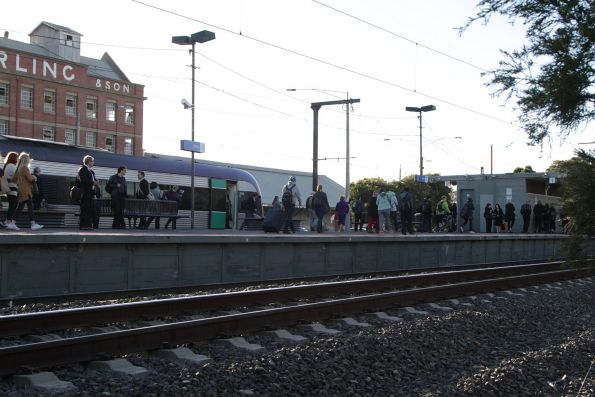 V/Line passengers finally able to exit their failed train