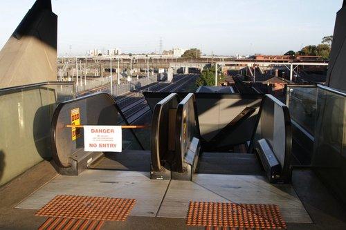 Escalator to North Melbourne platform 6 broken yet again
