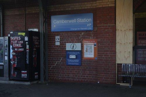 Cracked wall at Camberwell platform 3