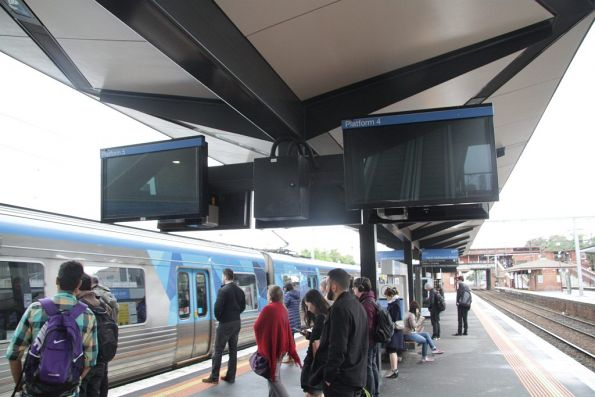 Defective next train displays at North Melbourne platform 4 and 5