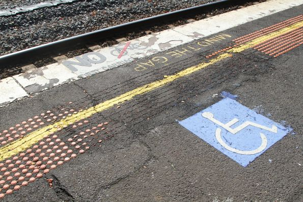 Broken tactile paving at the up end of Caulfield platform 3