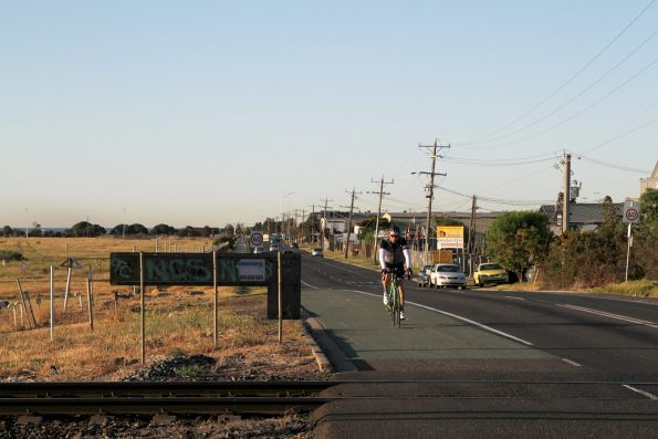 Bidirectional bike line on Maddox Road in Newport, with no boom barriers provided on the south side