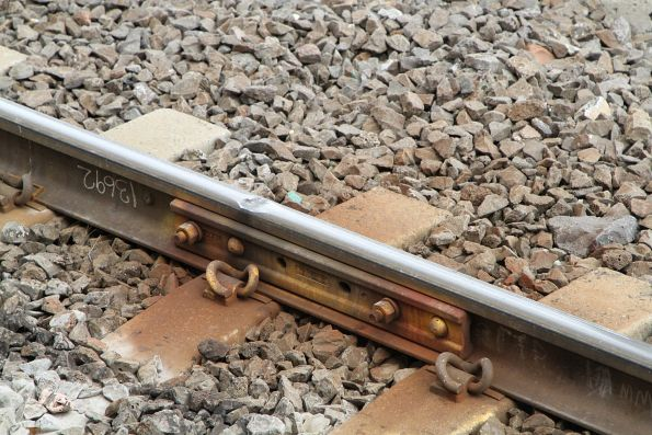 Temporary fishplate reinforces a flawed rail joint at Tottenham