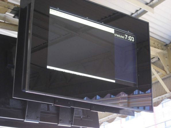 The new next train display at Flinders Street Station are already faulty...