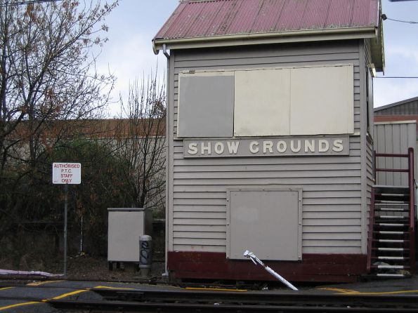 Showgrounds Junction signal box, located at the down end of the platform