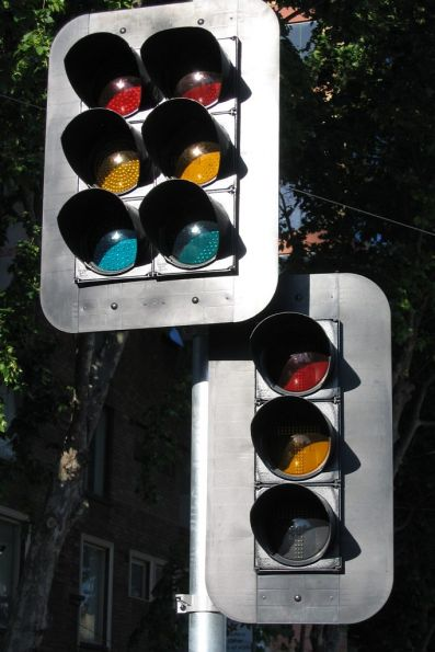 Traffic light with right turn signals, and a full set of T lights