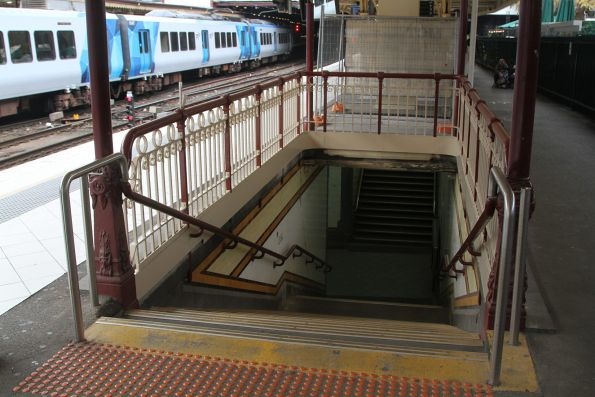 Demolition of the disused V/Line staff office atop the centre subway stairs at Flinders Street platform 10 now complete