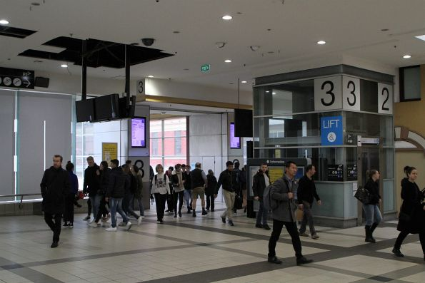 New pair of LCD PIDS on the main Swanston Street concourse