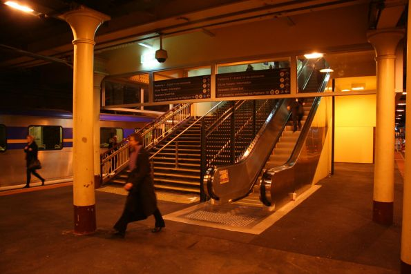 New escalator down to platform 12 / 13