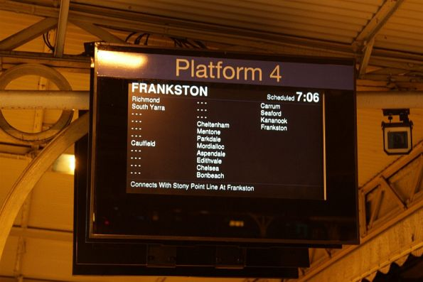 Frankston train transposed to Flinders Street platform 4, normally used by Craigieburn trains