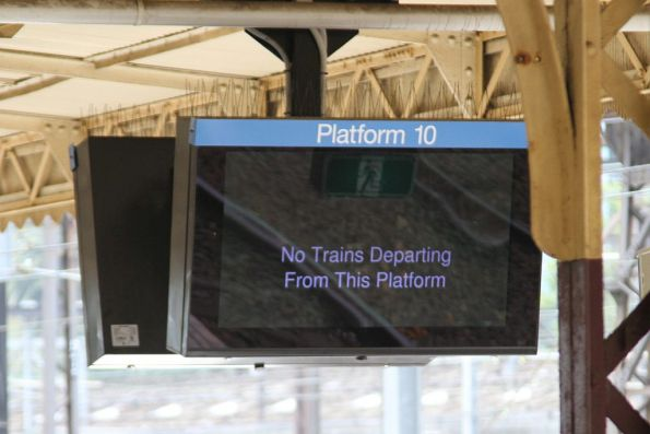 'No trains departing from this platform' message at Flinders Street platform 10