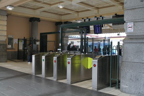 Myki gates leading to Flinders Street platform 1