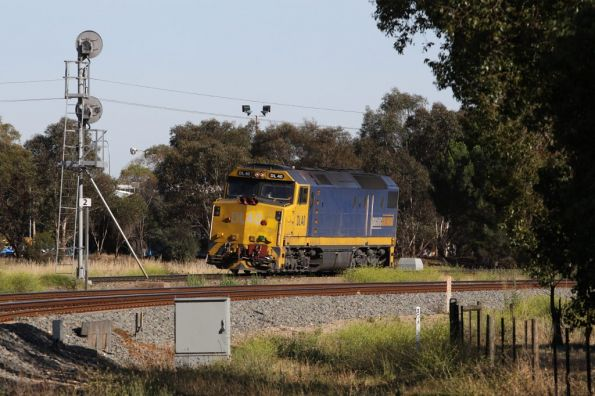 DL40 waits for the signal at Torrens Junction, having arrived light engine from Dry Creek
