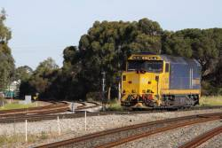 DL40 eastbound at Torrens Junction, headed to Keswick to take the Indian Pacific out of Adelaide