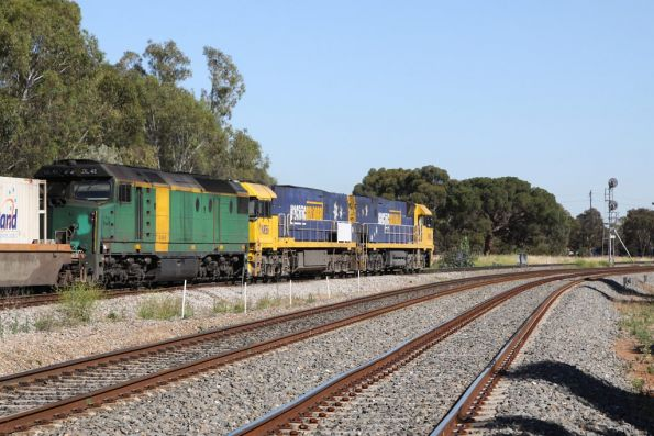 Almost at their final destination of the Adelaide Freight Terminal, DL48 trails NR56 and NR68 on a PN freight ex-Melbourne at Torrens Junction