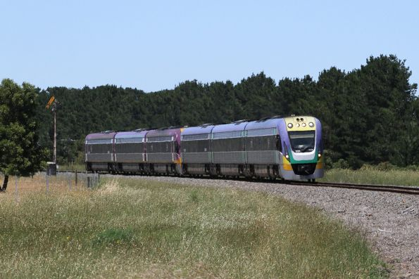 VLocity VL20 and VL04 pass the up distant signal at Meredith