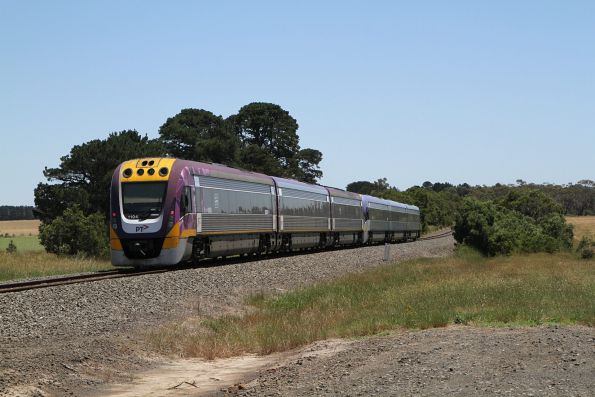 VLocity VL20 and VL04 continue north towards Ballarat