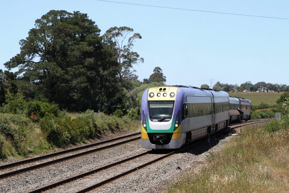 VLocity VL20 and VL04 negotiate the trailable facing points at the down end of Warrenheip Loop