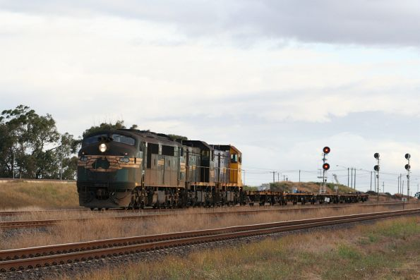 A85, T396 and H1 depart North Shore Yard with six empty wagons