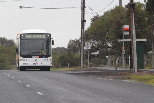 CDC Geelong #142	9498AO on a route 11 service through Lara