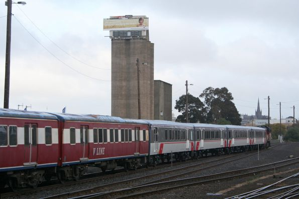 P15+P14 and repainted FSH25 arrive at Geelong