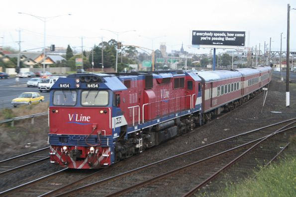 N454 departs Geelong