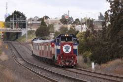 P13 leads a 6 car push-pull consist (it was supposed to be 8) into North Geelong