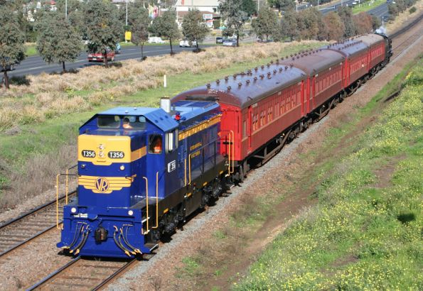 T356 leads a Cowies Creek shuttle outside North Geelong