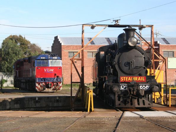 D3 658 and N464 at Geelong Loco