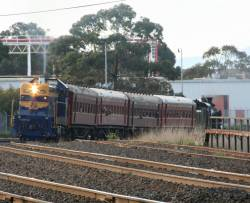 T356 returning the shuttle to Geelong