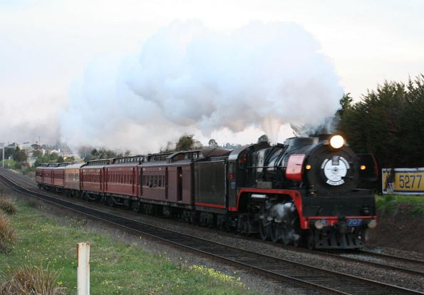 R707 returning to Melbourne at North Geelong