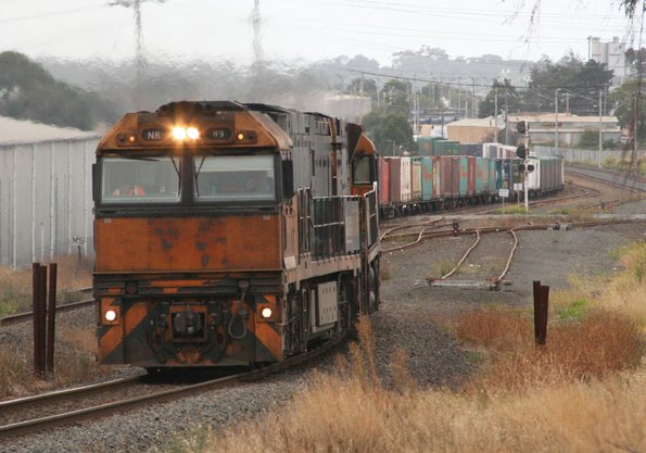 NR89 + NR2 run through the gauge splitter at the down end of North Geelong