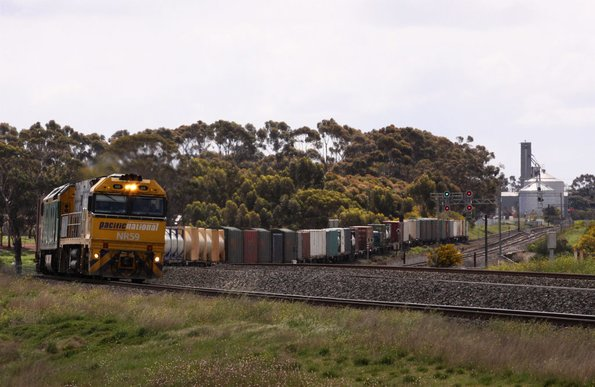 PN liveried  	 NR59 leads AN liveried AN4 westbound at Lara