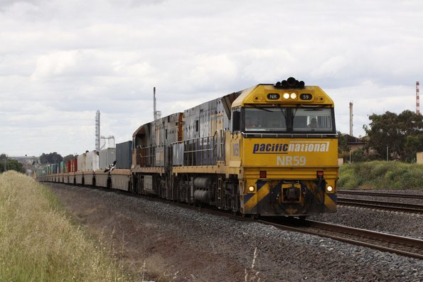NR59 leads NR80 on westbound MP4 at North Shore