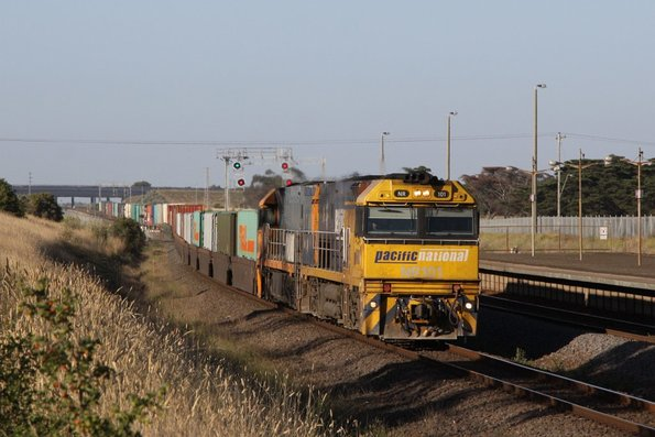 NR101 leads NR89 on a down superfreighter at Corio