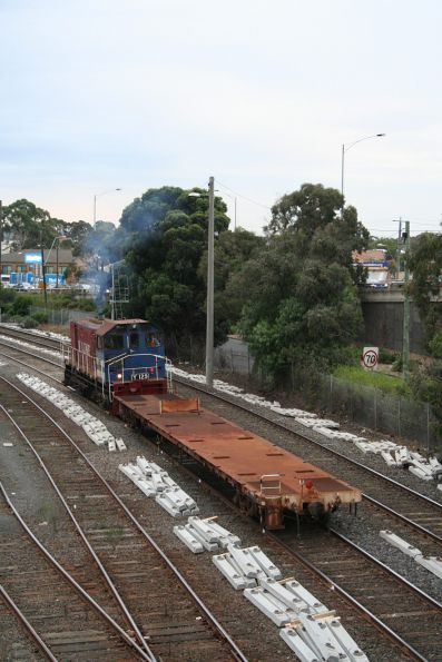 Y129 with shunters float VZKF 17 at the Geelong carriage yard