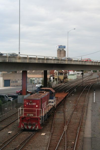 Y129 with shunters float VZKF 17 heads back towards the Geelong carriage yard