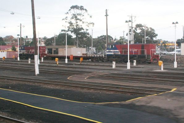 Y156 taking over from Y129 as the Geelong carriage shunter