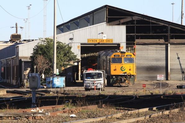 442s2 sitting outside the Gemco sheds at South Dynon