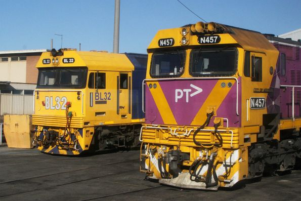 BL32 and N457 outside the Gemco shed at South Dynon