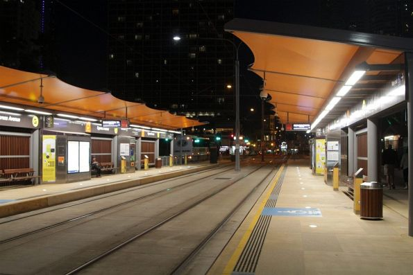 Pair of side platforms at Cypress Avenue station