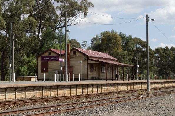 Station building at Mooroopna