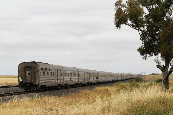 Tail end of the Great Southern heads west at Manor Junction