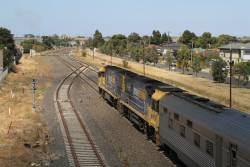 NR66 leads NR112 on the southbound Great Southern through McIntyre Loop