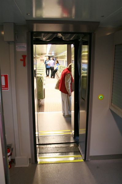 Inter-carriage doors in the refurbished consist