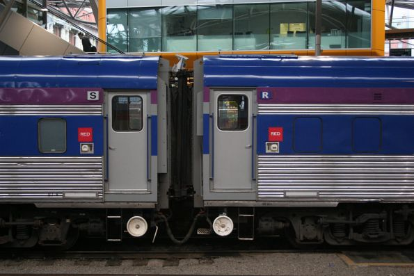 Door / handbrake end of BJ sitting cars, purple stripe is for second class