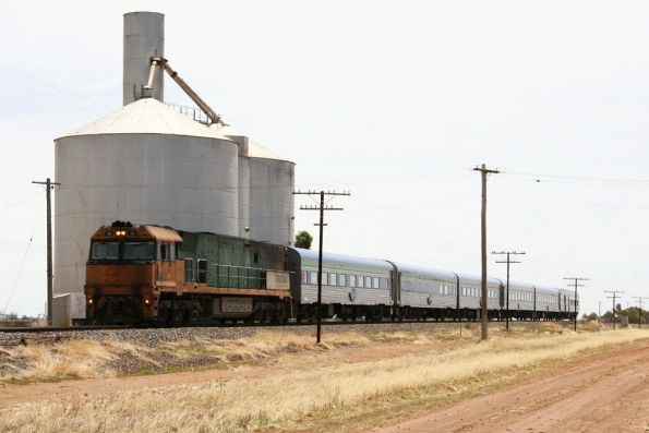NR55 leads the Overland eastbound at Dahlen