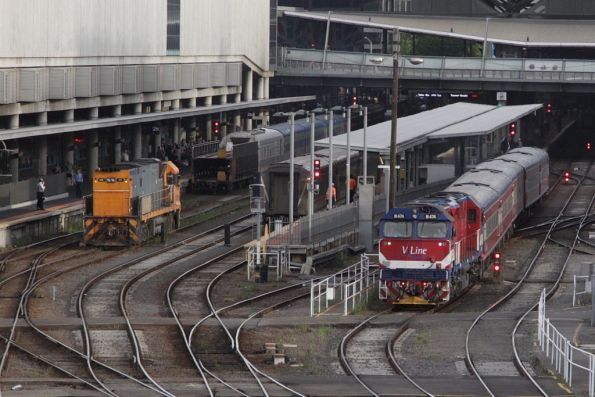 NR111 runs around the Overland consist at Southern Cross