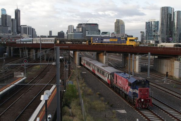 NR93 leads The Overland out of Southern Cross, as P18 trails a V/Line service below